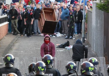 Powerful image: riots and violence in Belfast continue